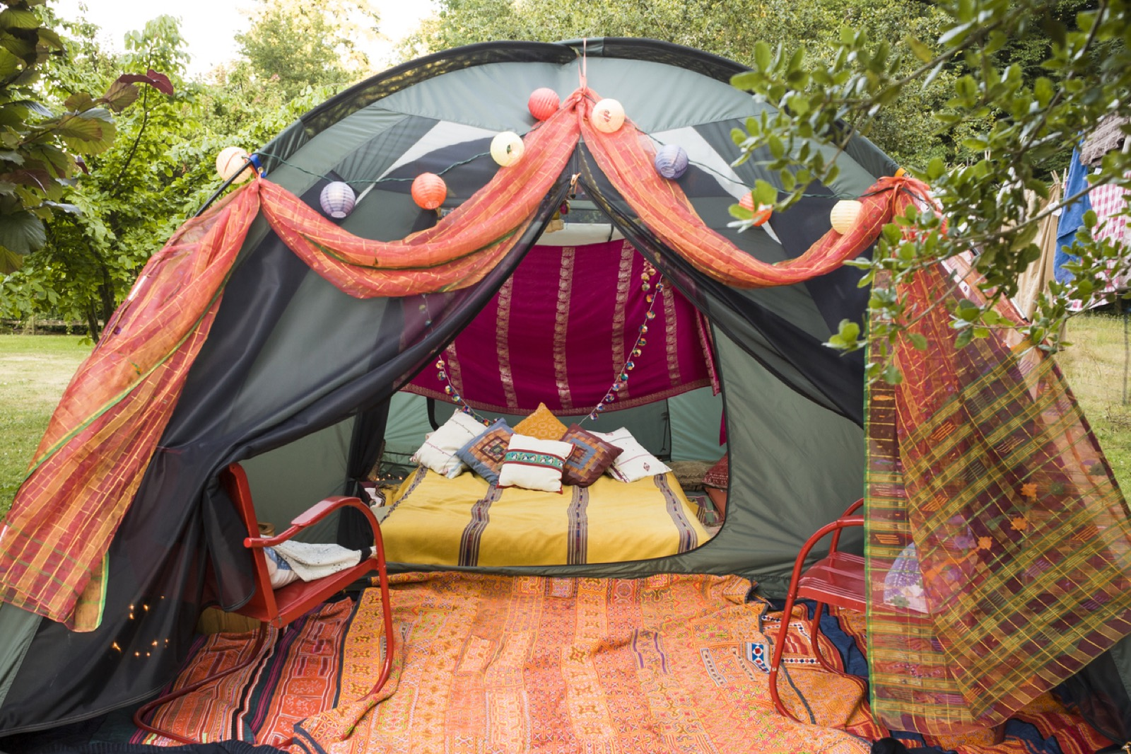 Girls guide to glamping for Glamping ideas diy